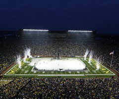 photo 113 411 spectateurs pour un match de hockey sur glace (Wolverines VS. Spartans de Michigan)