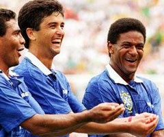 photo Bebeto célèbre son but et son 3e enfant à la Coupe du Monde de Football 94