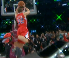 photo Blake Griffin dunk par dessus une voiture (Slam Dunk Contest 2011)