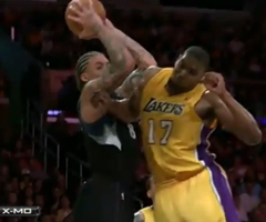 photo La faute flagrante de Bynum sur Beasley