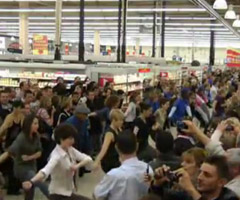 photo Flash mob au supermarché Cora de Flers