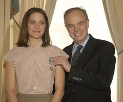 photo Frdric Mitterrand pique le sein de Marion Cotillard