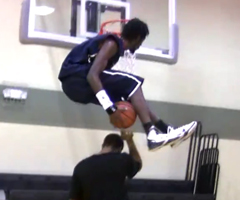 photo Justin Darlington roi du dunk (Dunk Under Both Legs Over A Guy)