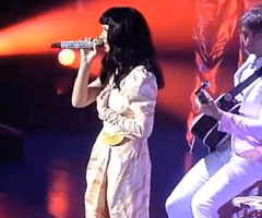photo Katy Perry chante Friday de Rebecca Black
