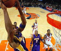 photo Kobe Bryant marque 61 points contre New York Knicks