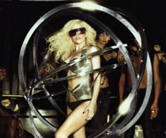 photo Lady Gaga tombe en concert