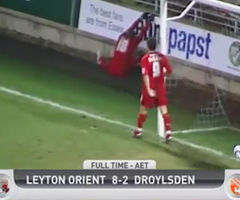 photo Leyton - Droylsden : 2-1 à 60 secondes de la fin du match qui se termine en 8-2