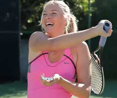 photo Maria Sharapova r�pond � des questions en jouant au tennis avec Google Voice