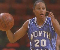 photo Marion Jones devient basketteuse professionnelle