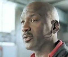 photo Michael Jordan donne des conseils à LeBron James (suite de la pub Nike)