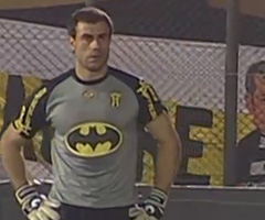photo Pablo Aurrecochea le Batman gardien de but