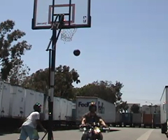 photo Paniers de basket complètement fous (basketball trick shot)