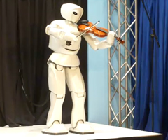 photo Robot Toyota joue du violon