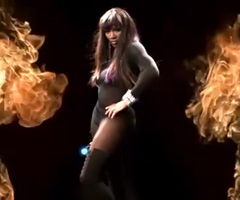 photo Serena Williams sexy dans la pub du jeu Top Spin 4