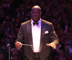 photo Shaquille O'Neal Chef d'orchestre du Boston Pops Orchestra