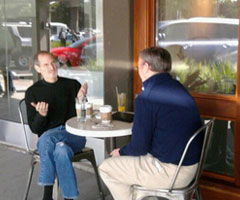 photo Steve Jobs et Eric Schmidt boivent un café ensemble