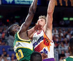 photo Tom Chambers marque 60 points contre Seattle Supersonic